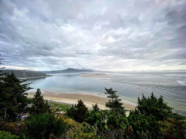 Oregon Coastline in Tillamook, OR. Photo by Instagram user @thesaltyraven