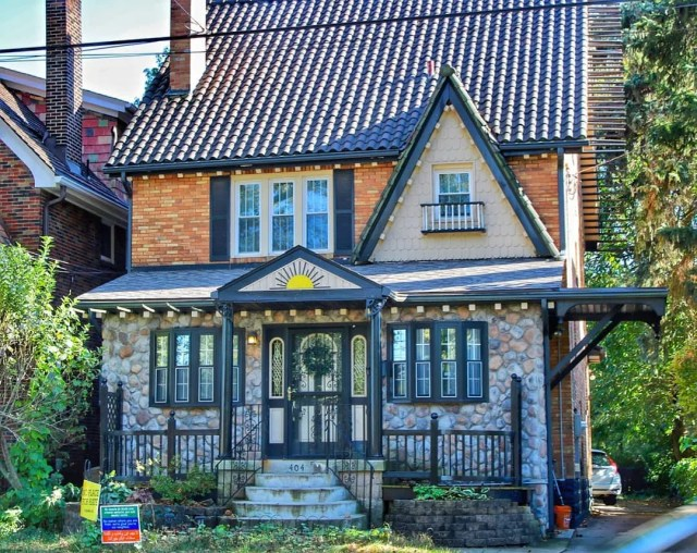 Mixed Style Home in Squirrel Hill North Neighborhood in Pittsburgh. Photo by Instagram user @catladycam