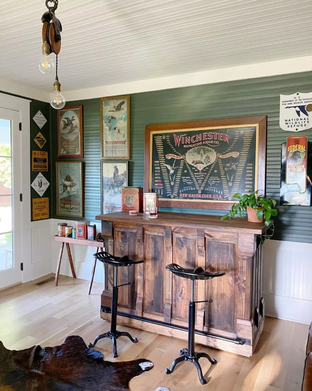 Simple Farmhouse Bar Look in an Outdoor Shed. Photo by Instagram user @farmhouse4010