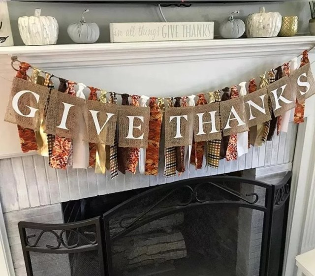 Burlap Banner Reading Give Thanks. Photo by Instagram user @queensbanners