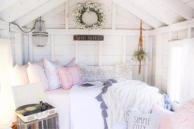 She Shed Set Up with a Bed for a Guest House. Photo by Instagram user @simplecozycharm
