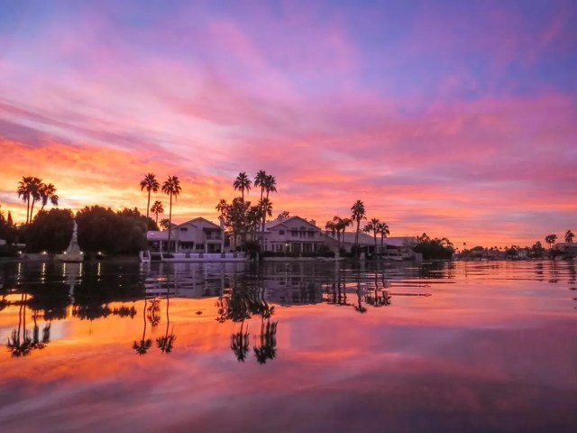 View of a Home on the Water in Gilbert, AZ at Sunrise. Photo by Instagram user @haughtshots