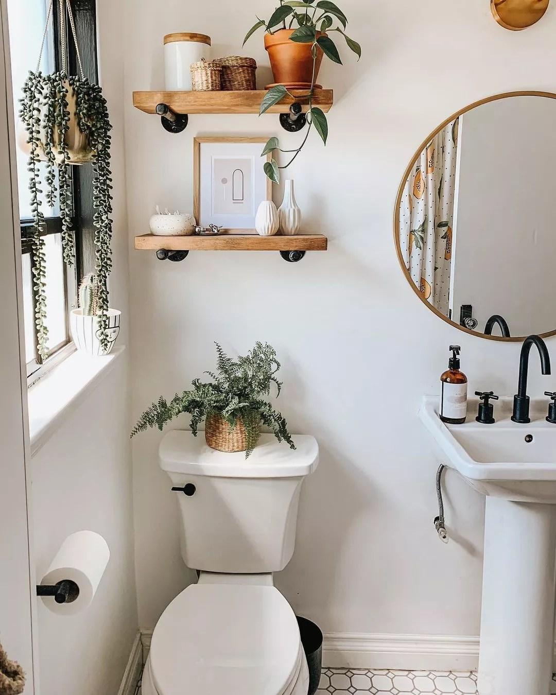 White bathroom with plants. Photo by Instagram user @ cloe.thomson