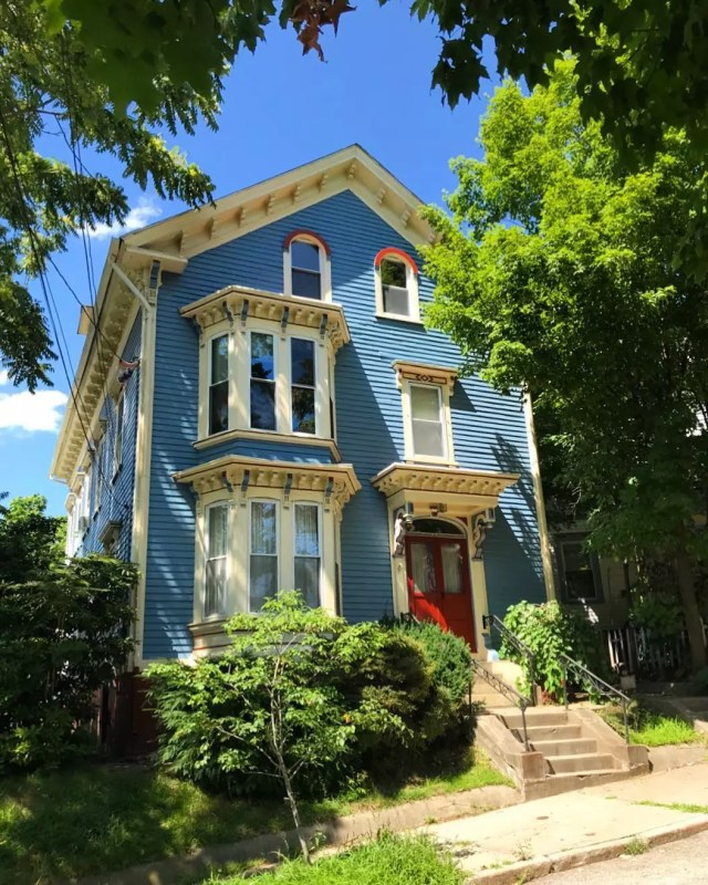 Old Victorian Style Home in Mount Hope, Providence. Photo by Instagram user @seaofsteps