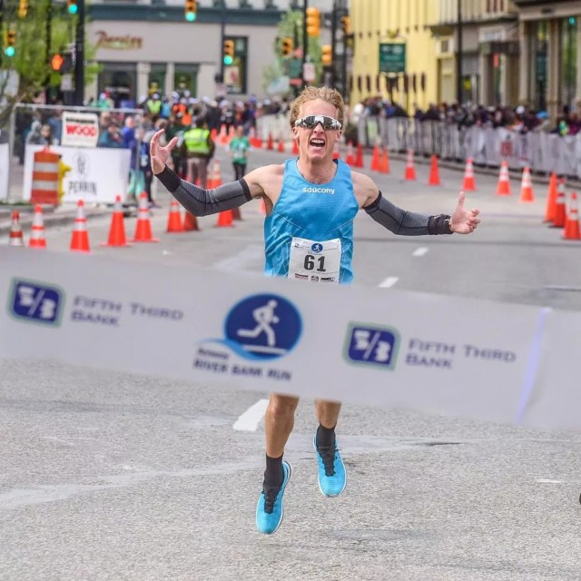 Runner nears the finish line at the Amway Riverbank Run. Photo by Instagram user @urimiscott