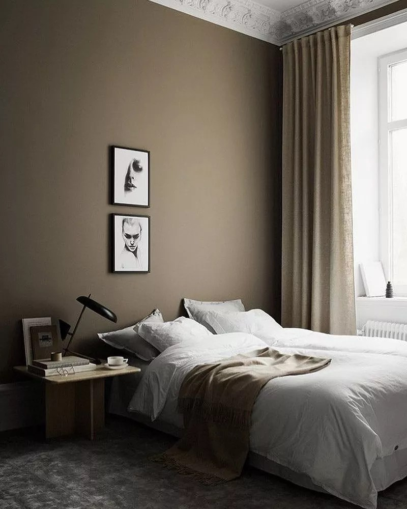Neutral bedroom with mocha brown walls. Photo by Instagram user @hyggeish_interiors.