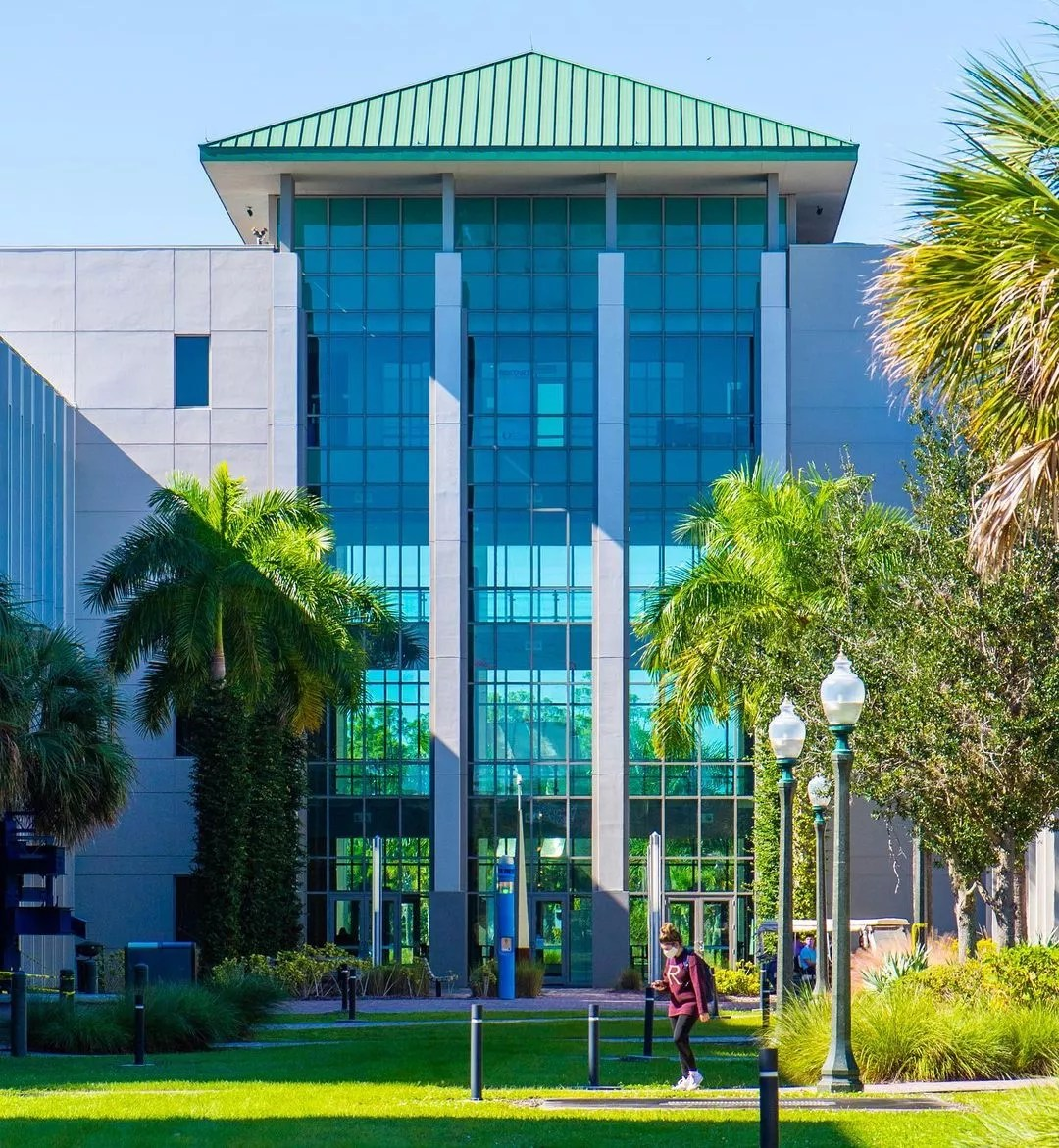 Exterior Photo of Florida Gulf Coast University in Fort Myers, FL. Photo by Instagram user @fgcu