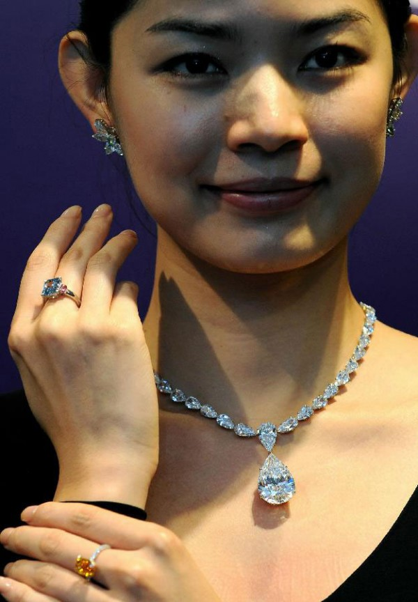 Diamond Prices Set World Records at Sotheby's Jewels Sale ...
