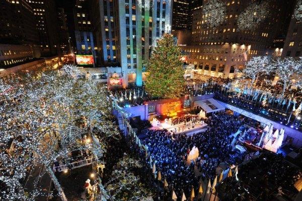 Swarovski Star Sit Atop the 2012 Rockefeller Center ...