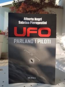 """""""UFO: PARLANO I PILOTI"""" RIPORTA DECINE DI TESTIMONIANZE IMPRESSIONANTI"""