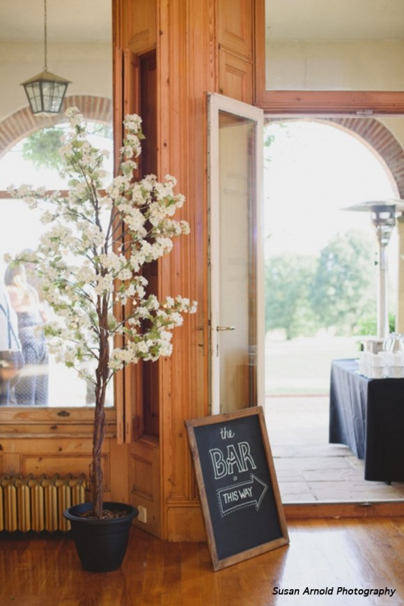 extremelylovely_weddings_cherry_blossom_with_bar_sign