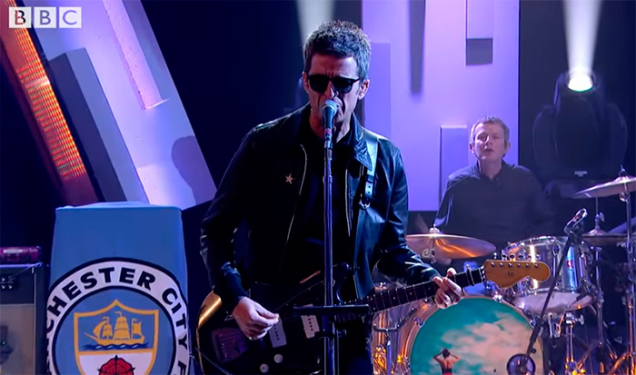 noel-gallagher-estren-she-taught-me-how-to-fly-noticias-sin-categoria
