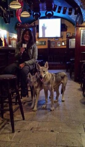 Daisy Thunder e Claudia all'Irish Pub