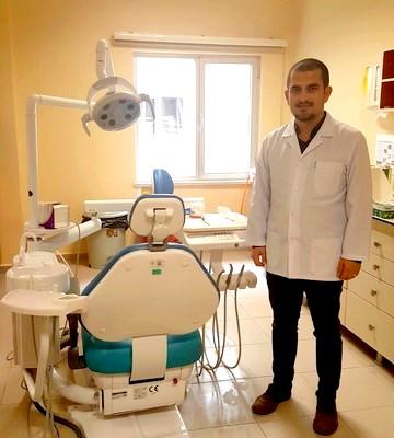 Ezine Devlet Hastanesinde yeni diş doktoru göreve başladı