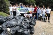 Gönüllüler Ayvacık'ta Göçmenlerden Kalan Çöpleri Temizliyorlar