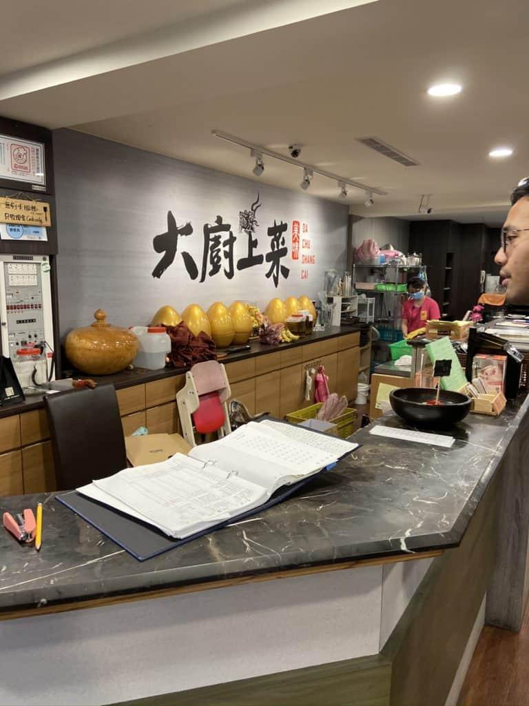 新店美食-大廚上菜 碧潭餐廳 平價適合家庭聚餐 - 出去一下 ezTripPlan