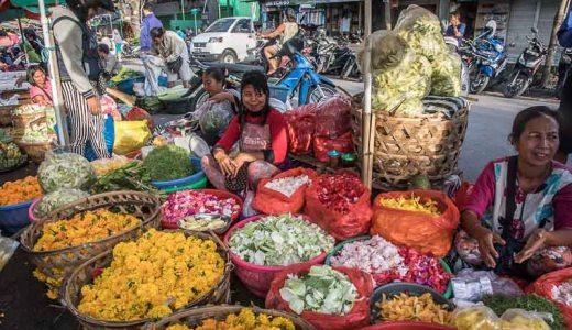 ロンボク島・マタラム市場の活気に圧倒される