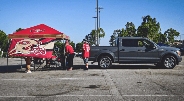 2018 Ford F-150 4×2 Lariat SuperCrew tailgating