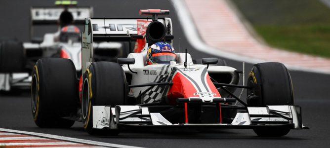 El piloto australiano Daniel Ricciardo, seguido de Liuzzi