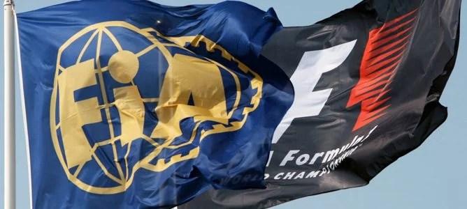 Banderas con los logos de la FIA y de la F1
