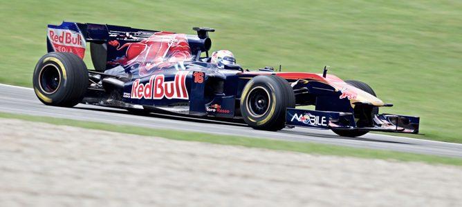 Buemi rodando en pista durante la temporada 2011 de F1