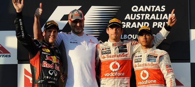 Button, Vettel y Hamilton en el podio