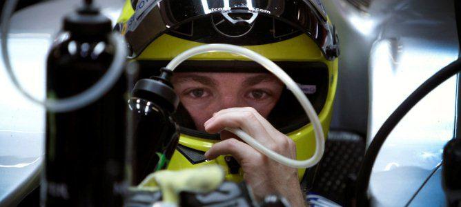 Rosberg bebiendo dentro de su monoplaza