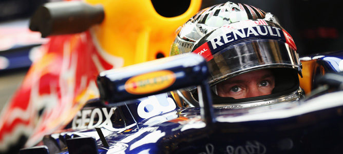 Vettel dentro de su RB8