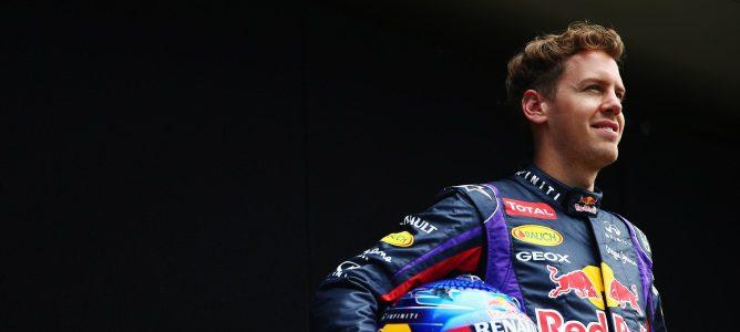 Vettel con su casco y mono
