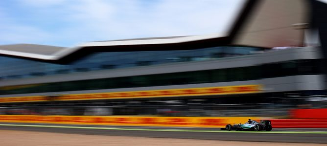 Hamilton rodando en pista