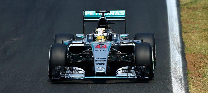 Hamilton fue primero, seguido de Rosberg