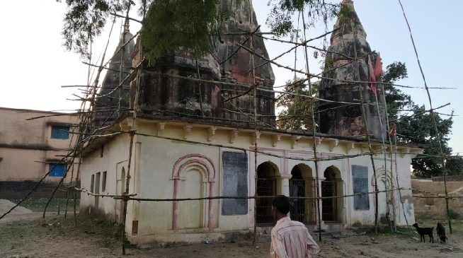 जर्जर मंदिर