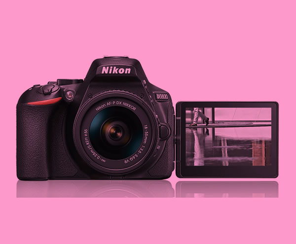 Zrcadlovka Nikon D5600 má nově časosběr a Bluetooth