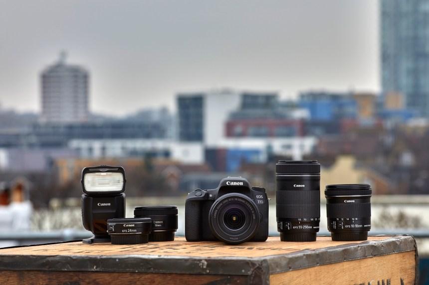 EOS systém Canonu má tři přírůstky – M6, 77D a 800D