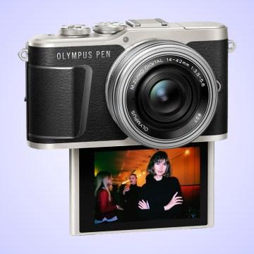 Olympus PEN E-PL9 umí 4K video a má zabudovaný blesk