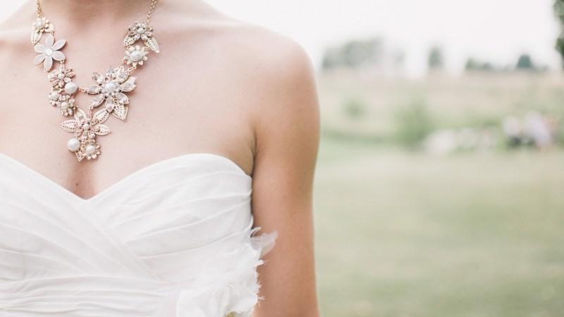 """Sogra vai ao casamento do filho usando vestido de noiva: """"Liquidação"""""""