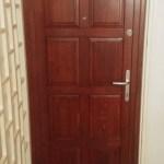 panel lakás fa ajtó csere