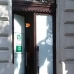 Starbucks fa ajtócsere
