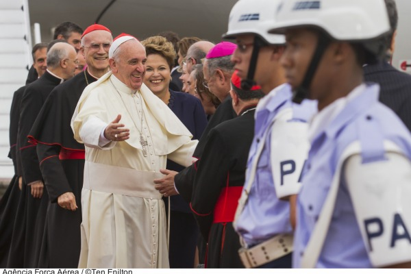 Militares da FAB na chegada do Papa  Ten Enilton / Agência Força Aérea