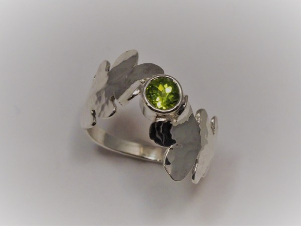 with 4.5mm Peridot