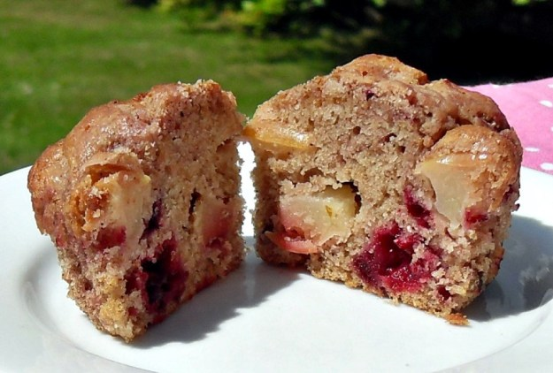 Blackberry, Apple & Speculaas Muffins, healthy, nutritious, 5-a-day, snack, packed lunch, high fibre,vegetarian