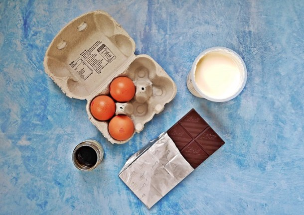 Foolproof Rich Chocolate Mousse ingredients, eggs, double cream, dark chocolate & vanilla bean paste.