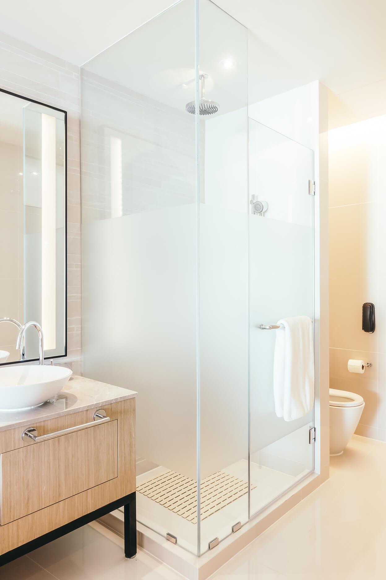 Unique Shower Door Ideas For Small Bathrooms