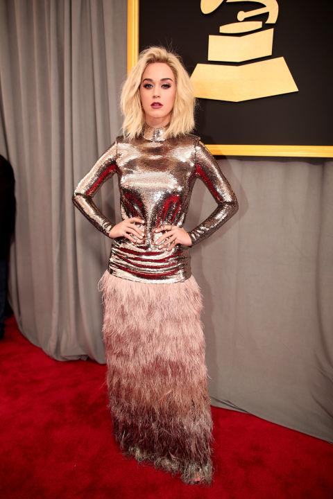 A Katy Perry também ousa nos looks e geralmente opta por modelos exóticos e extravagantes! Ela pode, né?! Sempre com ar mais divertido, mas não amei não!