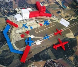 SchülerInnen der Klassen 2 bis 4 der LWS Grundschule haben 3 D modelliert - Flugzeuge - Gebäude des alten Riemer Flughafens