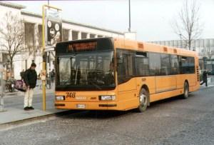 Un bus Aps in stazione a Padova