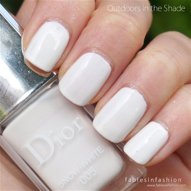 dior-diorsnow-nail-polish-snow-white-02