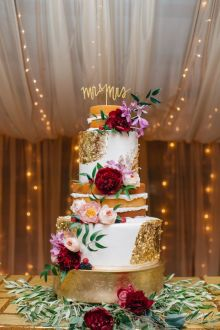 Gold and white wedding cake with peony and floral #burgundyflowers #goldweddingcake #elegantweddingcake #weddingcakes #fallweddingcake