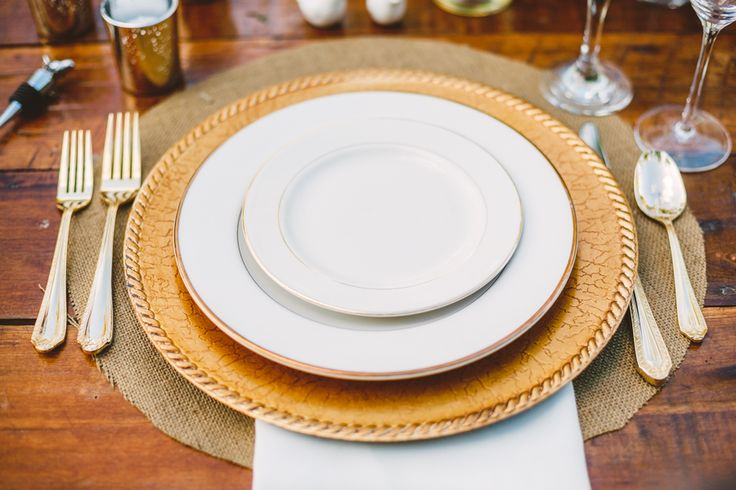Burlap Placemat Wedding Place setting in The Peach Orchard | Photography : marymargaretsmith.com | https://www.fabmood.com/a-cozy-fall-wedding-in-the-peach-orchard #peach #fallwedding