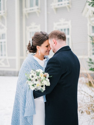 Bride and groom in the snow | Light Blue Winter Wedding Read more Real Winter Weddings | fabmood.com #winterwedding